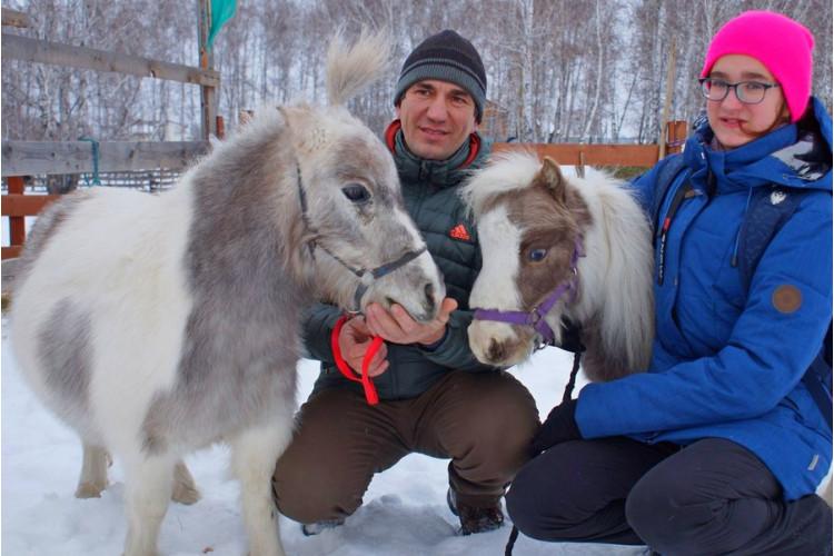 В гости к мини-лошадкам