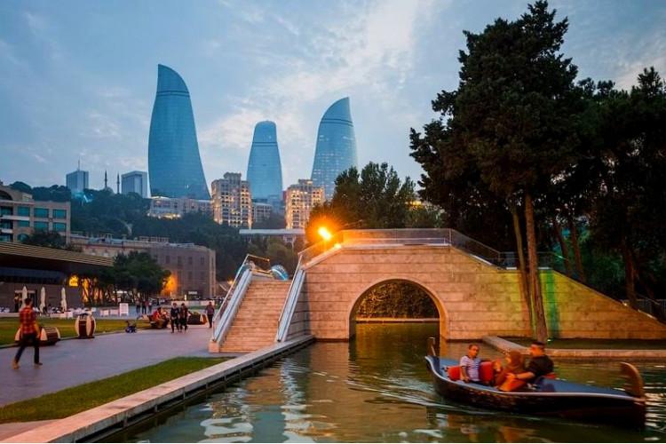 «Огни Баку» или Азербайджан лайт