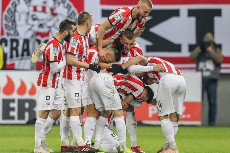Любителям футбола: VIP-билеты на матчи «Краковии»